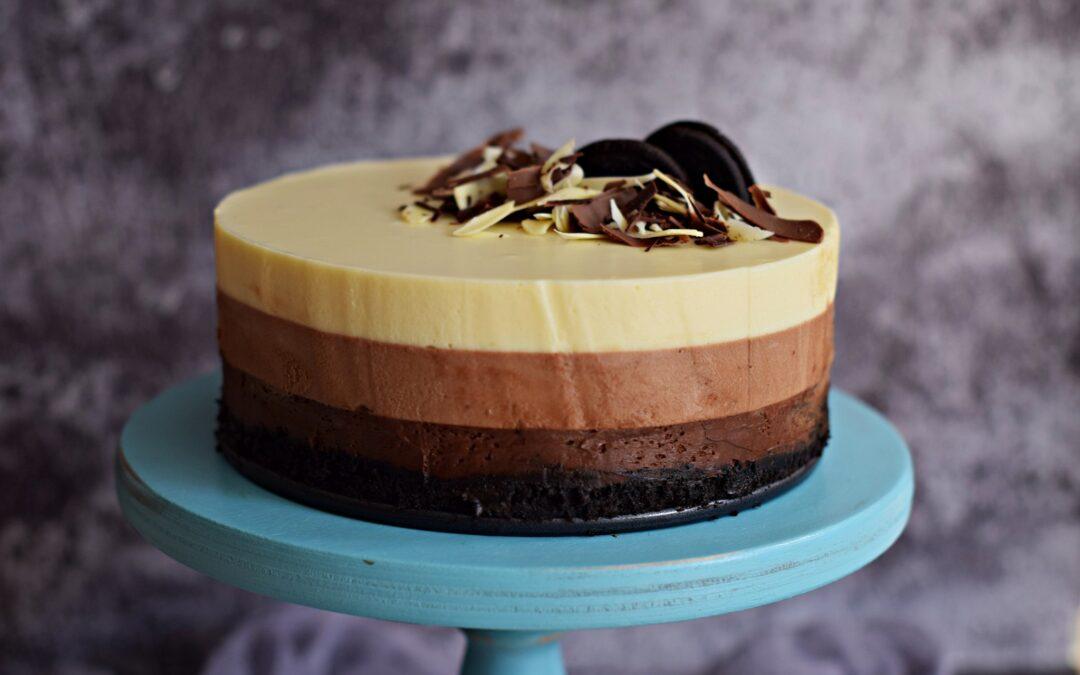 Egyszerű, tripla csoki mousse torta – sütés nélkül, Oreoval