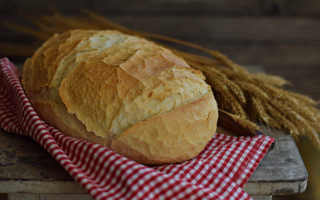 Mesebeli fehér kenyér bögrésen