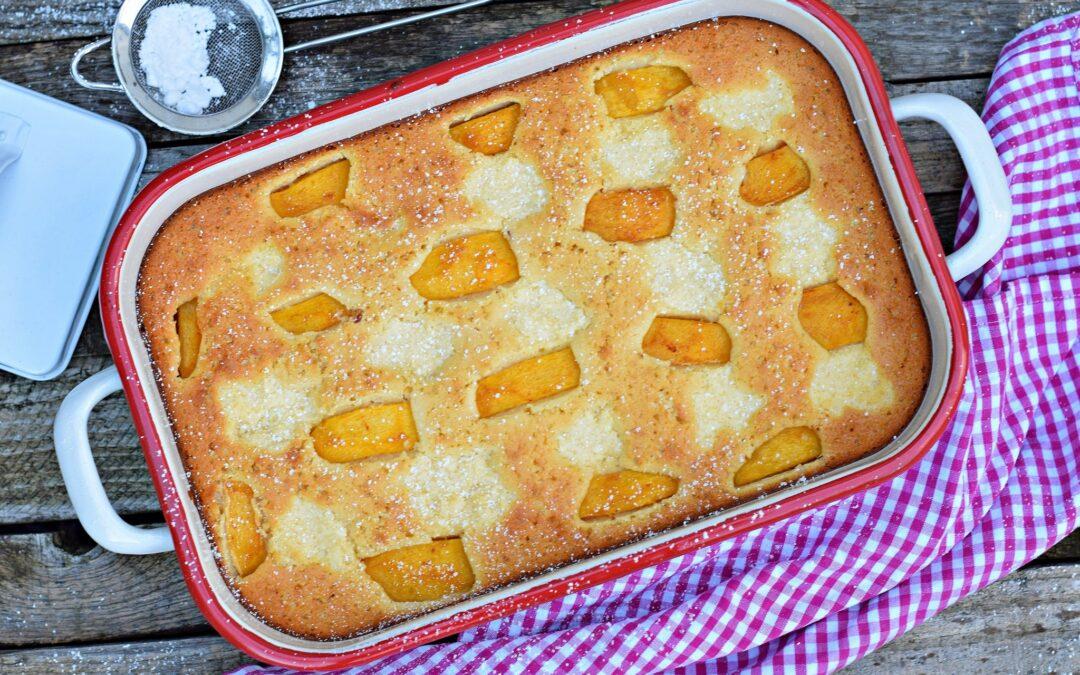 Bögrés grízes süti őszibarackkal és túrós foltokkal